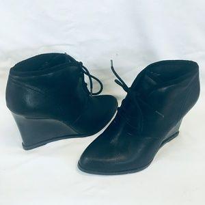 Nine West black booties size 9